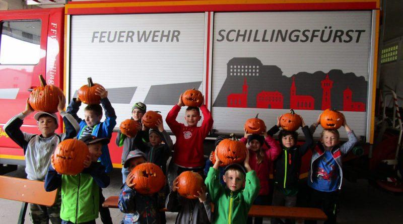 Kinderfeuerwehr Schillingsfürst bastelt Herbstdekoration